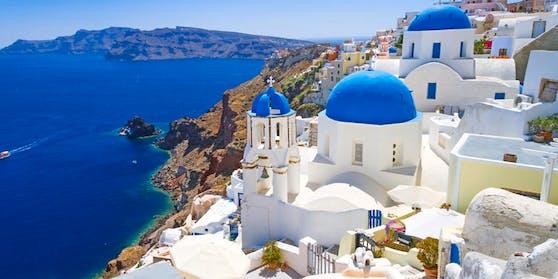 Ab dem 1. Juli soll der Tourismus in Griechenland endgültig wieder Fahrt aufnehmen. (Bild: Santorini)