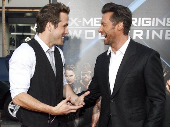 Die beiden Superhelden-Darsteller Ryan Reynolds (li.) und Hugh Jackman amüsieren das Netz schon seit Jahren mit ihrer gegenseitigen Streichen.