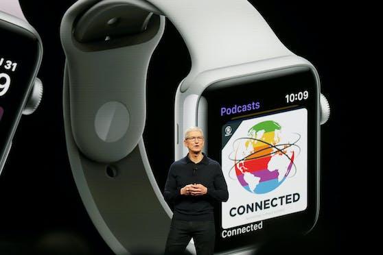 Zwei neue Watch-Modelle sollen größere Displays und verbesserten Pulssensor besitzen .