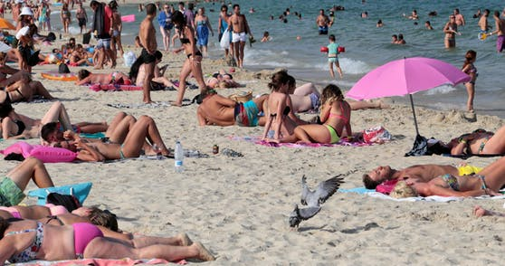 Vamos a la Playa! Die balearische Partyinsel öffnet wieder ihre Strände.