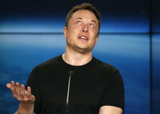 """Erst noch freute sich Tesla-Chef Elon Musk über ein """"historisches Quartal"""". Nun wird publik, dass das FBI gegen die Firma ermittelt."""