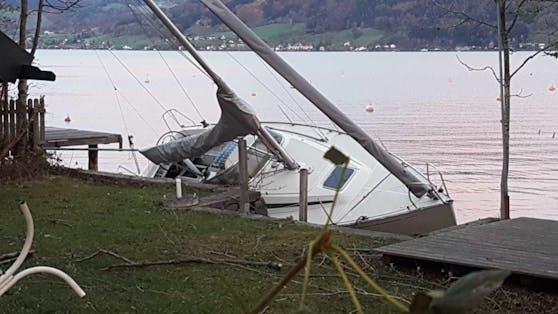 Ein Archivbild. So heftig hat der Sturm am Attersee bereits gewütet.