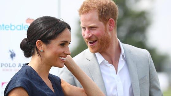 Sussex für's Ohr: Herzogin Meghan und Prinz Harry haben ihre erste Podcast-Folge auf Spotify veröffentlicht.