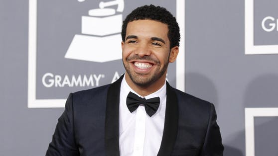 Drake ist unter die Kerzen-Macher gegangen. Eines seiner neuen Aroma-Produkte soll seinen eigenen Duft transportieren.