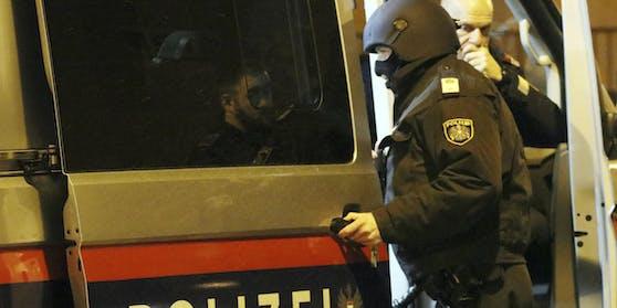 Polizei und WEGA im Einsatz. Archivbild