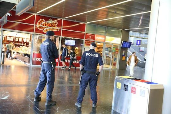 Wiener Polizisten am Praterstern (Archivbild)