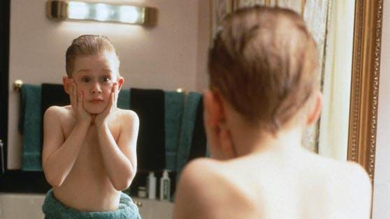 Kevins (Macaulay Culkin) Schrei vor dem Badezimmerspiegel schrieb Filmgeschichte, stand aber so eigentlich gar nicht im Filmdrehbuch.