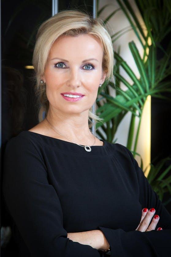 Die renommierte Anwältin Karin Prutsch kämpft dafür, dass Georg zu dem überlebensnotwendigen Medikament kommt.