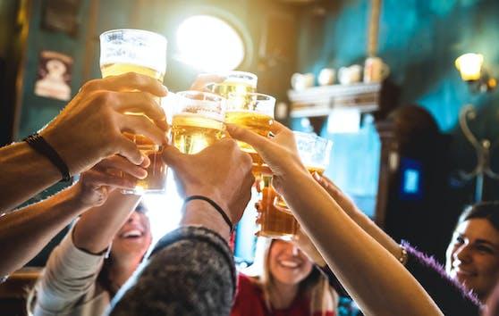 Komasaufen ist überhaupt keine gute Idee: Laut Londoner Forschenden scheinen alkoholinduzierte Blackouts das Risiko für Demenz deutlich zu erhöhen.