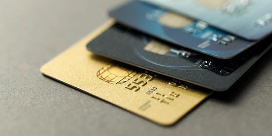 Einer Juristin wurde wegen ihrer Karenz die Kreditkarte gekündigt