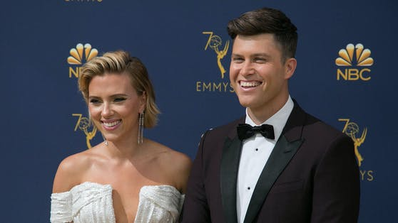 Scarlett Johansson und Colin Jost bei den Primetime Emmy Awards in Los Angeles am 17. September 2018.