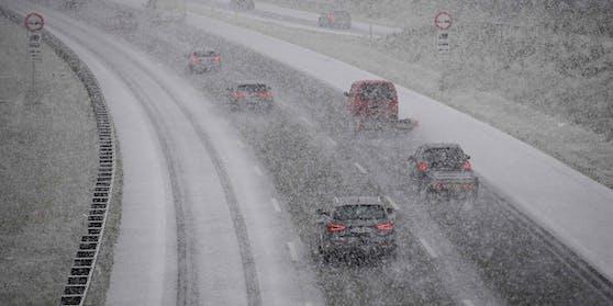 Schnee-Chaos auf Österreichs Straßen.