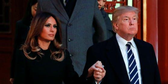 Kommende Woche soll ein Buch über die First Lady veröffentlicht werden.Darin geht es unter anderem darum, warum Melania Trump erst viel später zu ihrem Mann ins Weiße Haus zog.