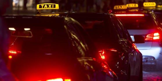 Die Taxi-Fahrerin wurde von einem Fahrgast sexuell belästigt.