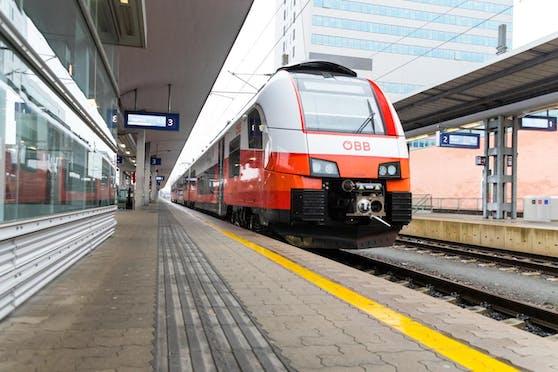 Das Land OÖ informiert über einen Zugpassagier, der an Corona erkrankt ist (Symbolfoto).