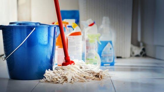 Riskante Hausmittel: Es gibt einige Putztipps, die mehr schaden als nützen.