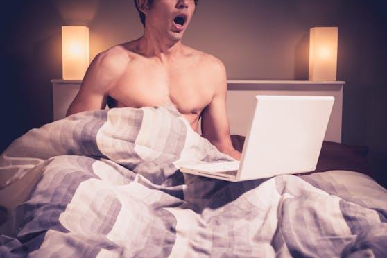 Die nachhaltigste Möglichkeit für Männer, eine durch Pornokonsum hervorgerufene Erektionsstörung zu beheben, liegt darin, sich vorübergehend von der Reizüberflutung durch Pornos abzuwenden.