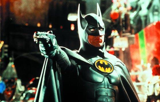 """Michael Keaton schlüpfte bereits zwei Mal in das Cape des Dunklen Ritters: In """"Batman"""" (1989) und """"Batmans Rückkehr"""" (1992) nahm er den Kampf gegen Gotham Citys Schurken auf."""