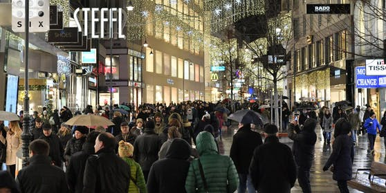 Volle Einkaufsstraßen in Wien