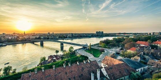 Für Serbien (im Bild:Novi Sad) herrscht ab sofort die höchste Reisewarnstufe.