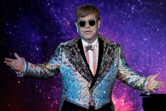 Die Exfrau von Musik-Ikone Elton John hat einen Antrag auf Erlass einer einstweiligen Verfügung gegen den Sänger gestellt.