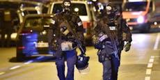Waffennarr drohte Passanten vom Balkon aus mit dem Tod