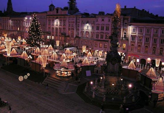 Der Christkindl-Markt am Linzer Hauptplatz.
