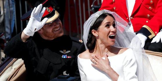 Herzogin Meghan (39) hat im Oprah-Interview verraten, dass sie und Prinz Harry (36) sich bereits am 16. Mai 2018, drei Tage vor der offiziellen Trauung, in aller Heimlichkeit zuhause im Garten das Jawort gegeben hätten.