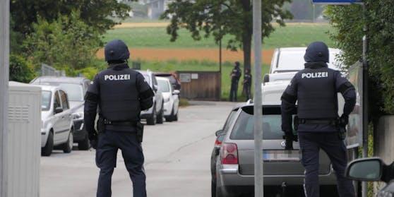 Am Dienstagmorgen durchsuchten 33 Finanzpolizisten, vier Beamte der Cybercrime-Einheit des Zolls sowie sechs Cobra-Bedienstete das Privathaus des Firmeninhabers, das gleichzeitig der Sitz der Firma war. (Symbolbild)