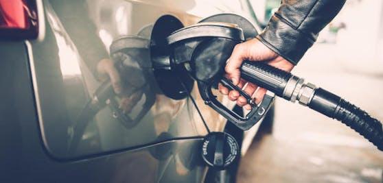 Nicht nur beim Tanken können Autofahrer Geld sparen.