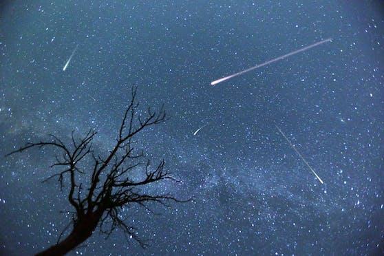 Um den Sternschnuppenregen zu sehen, sollte man an einem möglichst lichtarmen Ort sein.