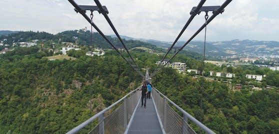 500 Meter lang und 110 Meter hoch soll sie werden. Die neue Hängebrücke in Linz hat es in sich.