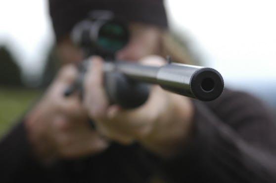 Die Wilderer verwendeten Waffen mit verbotenen Schalldämpfern.