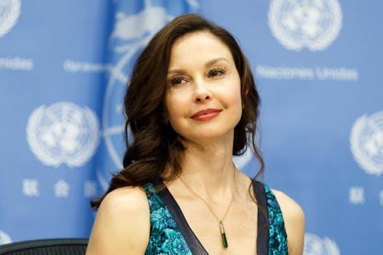 """Schauspielerin Ashley Judd hat US-Produzent Harvey Weinstein wegen sexueller Belästigung angeklagt. Er soll sie gefragt haben, ob sie ihn """"nackt massieren könne""""."""