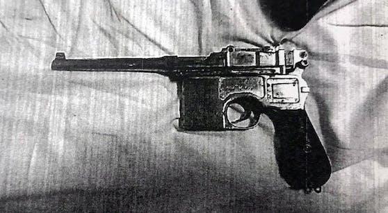 In seinem Nachtkästchen lagerte vor der Bluttat eine Pistole der Marke Mauser.