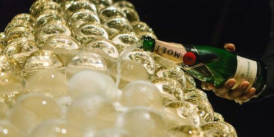 Champagner ist der Inbegriff von Festlichkeit. Seine typischen Bläschen bekommt er während der Flaschengärung.