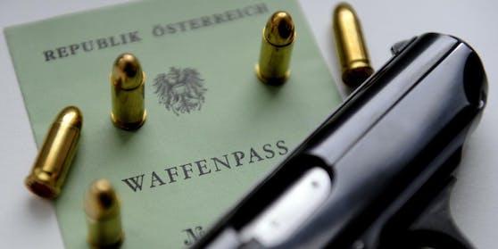 Zum Führen von Waffen sind Waffenpass oder Jagdkarte notwendig.