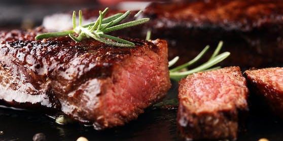 Speisen wie das medium-rare Steak hat schon fast jede(r) Zehnte Österreicher vom Speiseplan gestrichen.
