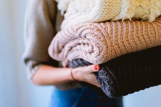 Lüften statt waschen Nichts gegen frisch gewaschene Wäsche, aber wer eine Bluse oder eine Jacke nur gerade ein paar Stunden getragen und dabei nicht geschwitzt hat, ...