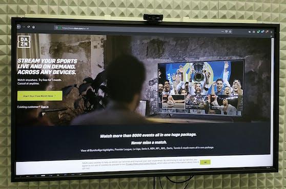 Der Sport-Streaming-Dienst DAZN bietet eine neue Zahlungsmöglichkeit.