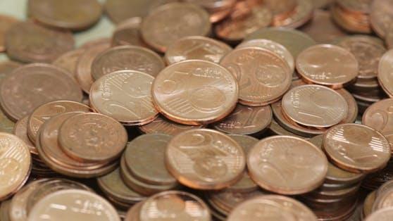 Die EU-Kommission will Ein- und Zwei-Cent-Münzen abschaffen, Beträge künftig auf fünf Cent auf- oder abrunden.