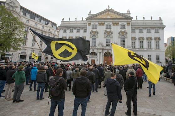 Ein neues Gesetz soll es ermöglichen, rechtsextreme Symbole wie jene der Identitären Bewegung verbieten zu können.