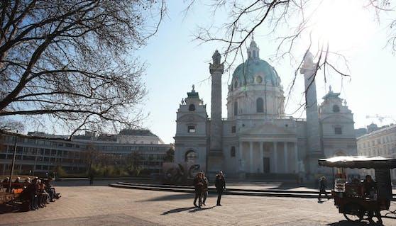 Die Karlskirche am Karlspatz ist das Wahzeichen Wiedens. Die Umgestaltung dieses Platzes ist Thema bei der Wahl.