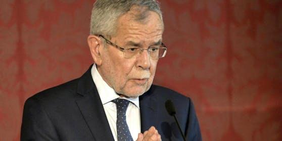 Bundespräsident Alexander Van der Bellen könnte nach seinem Lokal-Besuch doch eine Strafe drohen.