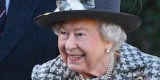 Touristen reden mit der Queen, erkennen sie aber nicht