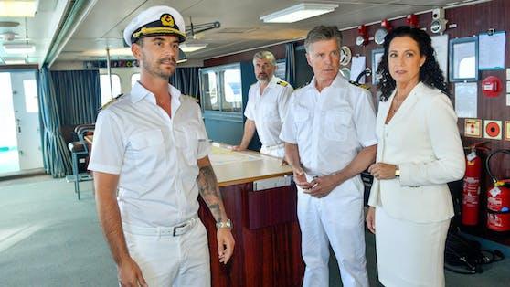 """Schauspieler Nick Wilder an Bord des """"Traumschiffs"""" (2.v.r., mit Barbara Wussow und Florian Silbereisen)"""