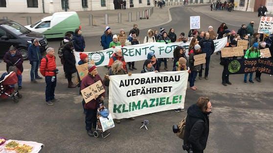 """""""Fridays for Future"""": Aufruf zur Demo am Freitag vor dem Bundeskanzleramt."""