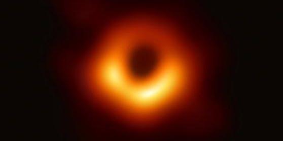Der helle Ring um das erste fotografierte Schwarze Loch verändert sich - er wackelt.