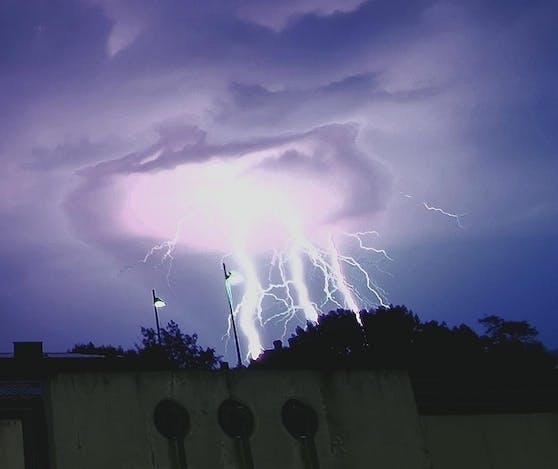 Am Donnerstagabend zog ein Gewitter von Nordwesten auf Wien zu.