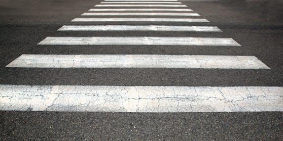 Die 75-Jährige Lenkerin dürfte die Fußgängerin am Zebrastreifen übersehen haben. Symbolbild.